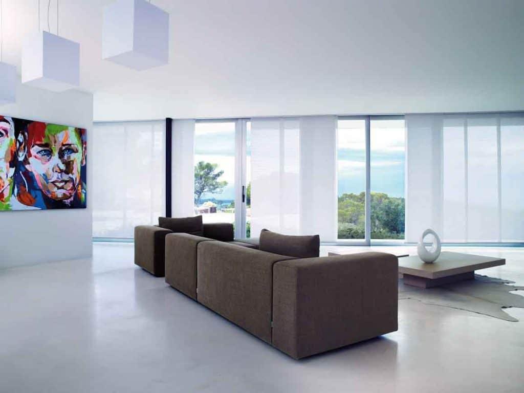 Paneelgordijnenen in moderne villa